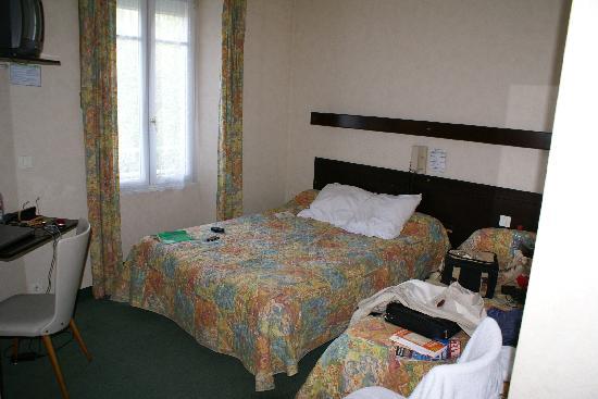 Hotel Trianon : Vue sur la chambre ( 2 lits )