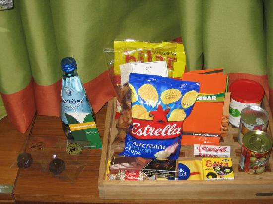 Avalon Hotel: Goodies in room