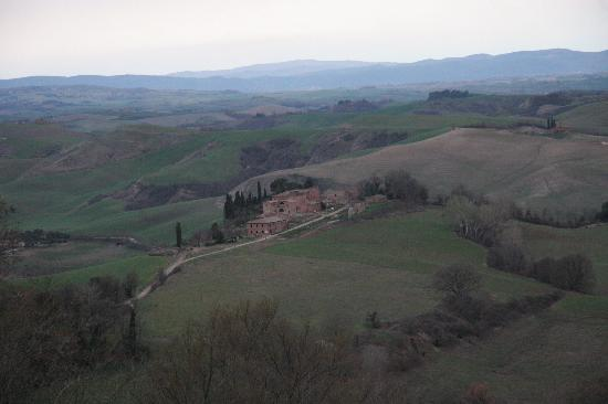 Il Castello del Poggiarello di Stigliano: These views are everywhere