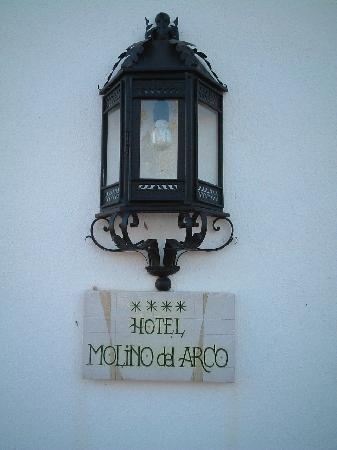 Hotel Molino del Arco: Hotel Sign at entrance