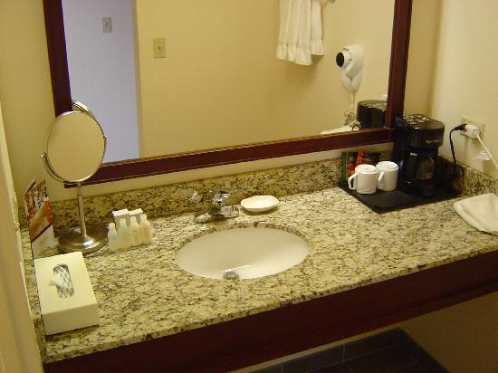 Eaglewood Resort & Spa: View of the bathroom