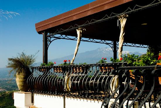 Hotel Villa Ducale: Etna in the background