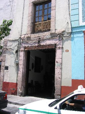 Meson Del Rosario: hotel entrance from the street