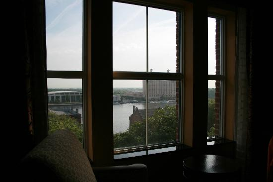 Holiday Inn Express Savannah-Historic District: view from bed