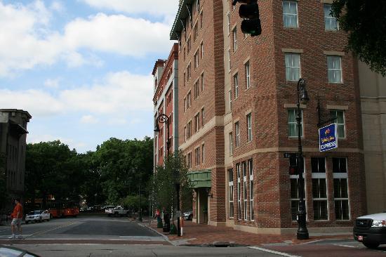 Holiday Inn Express Savannah-Historic District: the hotel