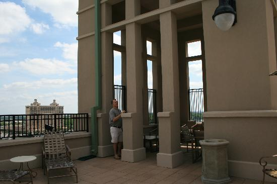 Holiday Inn Express Savannah-Historic District: covered area on roof by pool