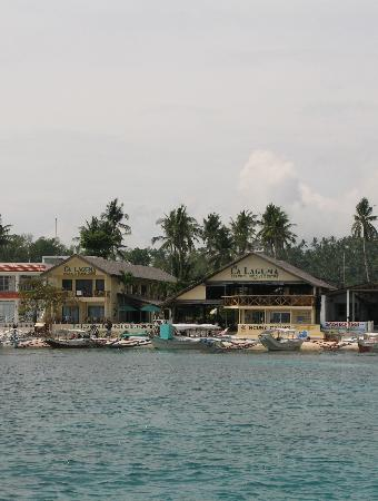 La Laguna Beach Club & Dive Centre : View of the beach club and Big Lalaguna