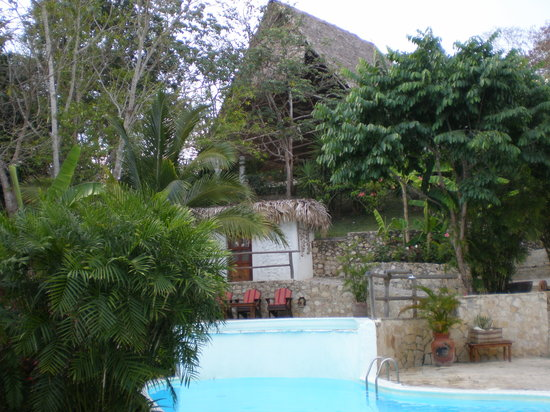 La Lancha Lodge: pool view