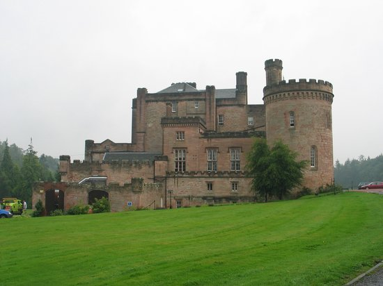 Bonnyrigg, UK: Side of Castle