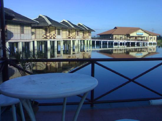 A-Montana Resort: The cottages from the restaurant