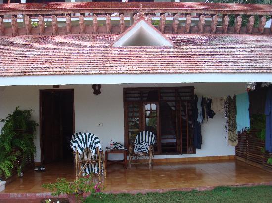 bungalow mit veranda picture of bethsaida hermitage kovalam tripadvisor. Black Bedroom Furniture Sets. Home Design Ideas