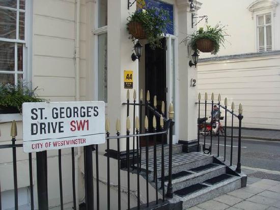 Comfort Inn Buckingham Palace Road: esterno hotel