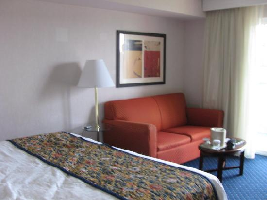 Courtyard by Marriott Portland North Harbour: Sleeper sofa