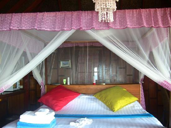 Charm Churee Villa: Our bed