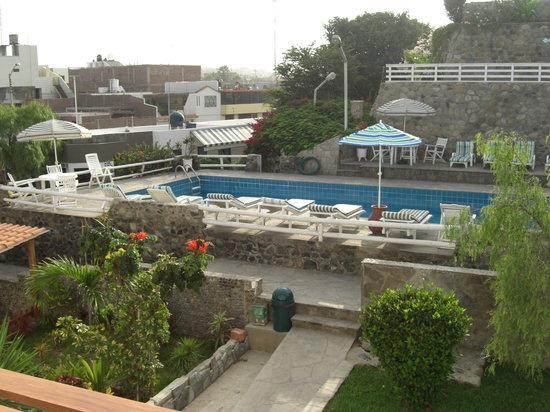 Hotel Bracamonte: pool area