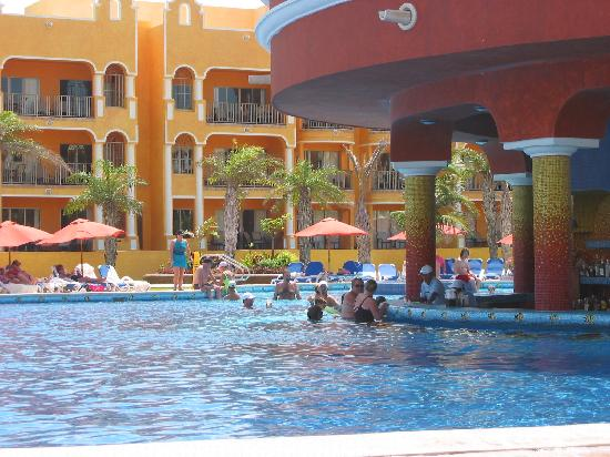 The Royal Haciendas, All Inclusive, All Suites Resort: Pool Bar!