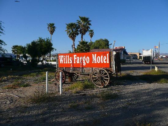 Santa Fe Motel: Wills Fargo sign