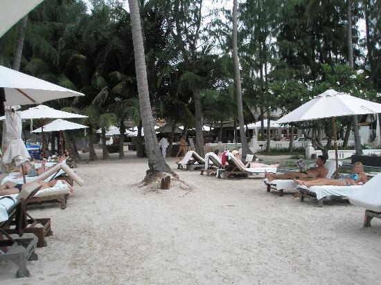 SALA Samui Choengmon Beach Resort: Looking towards the restaurant and pool