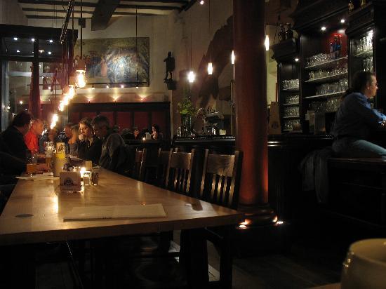 Haus zum Riesen: Pub interior