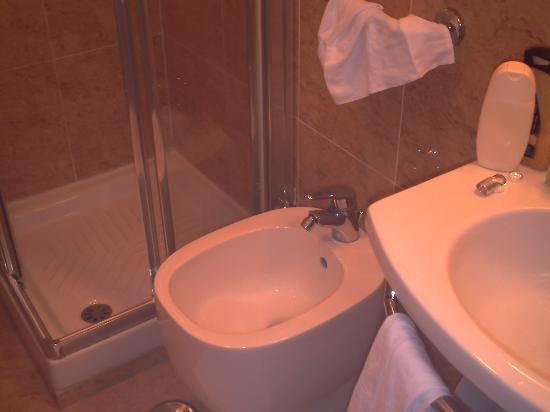 Hotel Novecento: Cuarto de baño