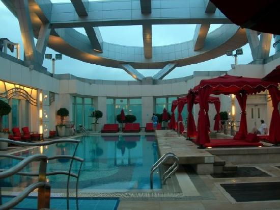 Cordis, Hong Kong : Pool in the evening