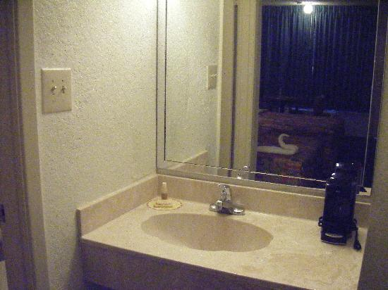 Days Inn Cocoa Cruiseport West At I-95/524 : Lavabo - Sink
