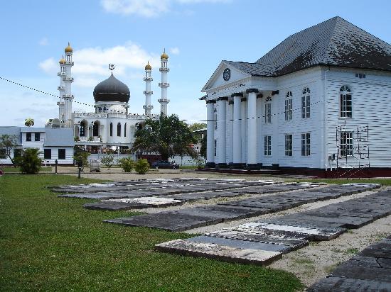 Torarica Hotel & Casino: Paramaribo moskee en synagog