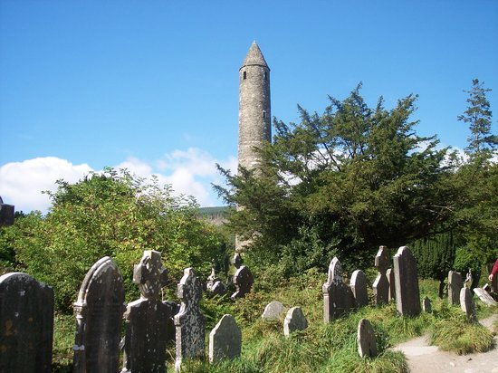 Vale of Glendalough, Ireland: Glendalough's round tower