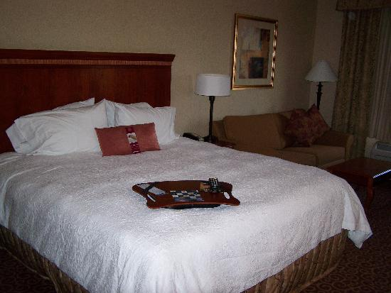 Hampton Inn & Suites Hemet : Bed... very comfy!