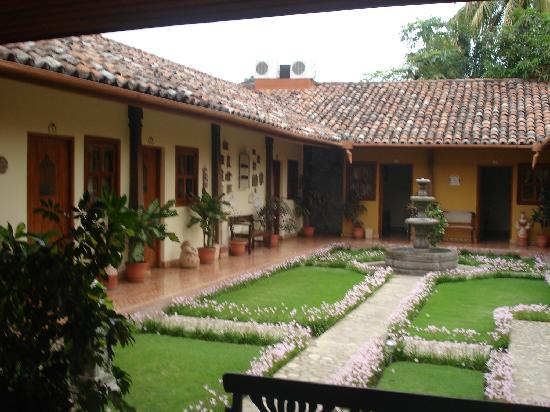 La Posada del Doctor: Garden/room view of hotel la posada