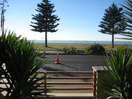 Pebble Beach Motor Inn: View from our ground floor room