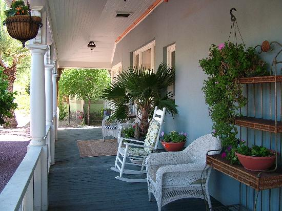 The Big Blue House Tucson Boutique inn: Veranda of Big Blue