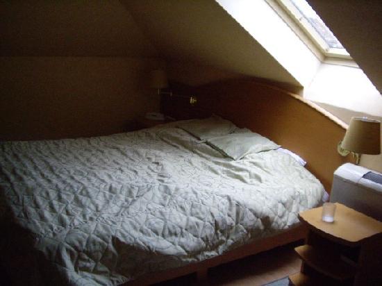 Szent Janos Hotel: Dormer Bed and Skylight