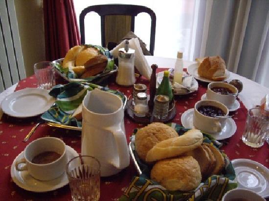 Szent Janos Hotel: Breakfast continued