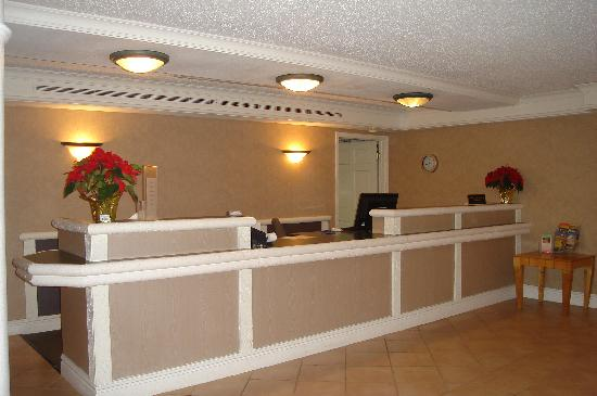 Econo Lodge: The Lobby