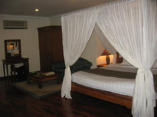 Cyberjaya, Malaysia: the executive suite have a four poster bed