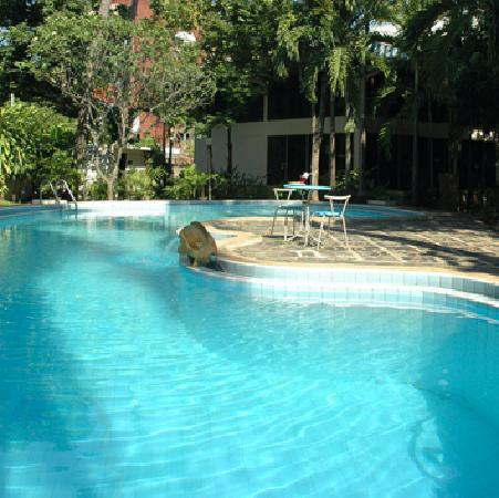YMCA International Hotel: swimming pool