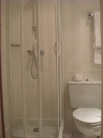 Hotel du Champ de Mars: shower