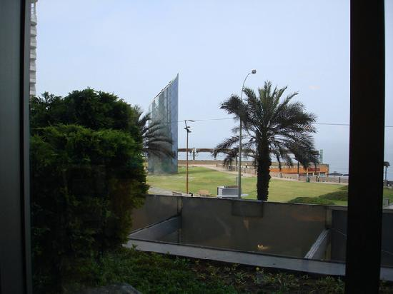 JW Marriott Hotel Lima: View of Ocean from Hotel Lobby