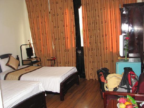 Sunshine Hotel 3: Room