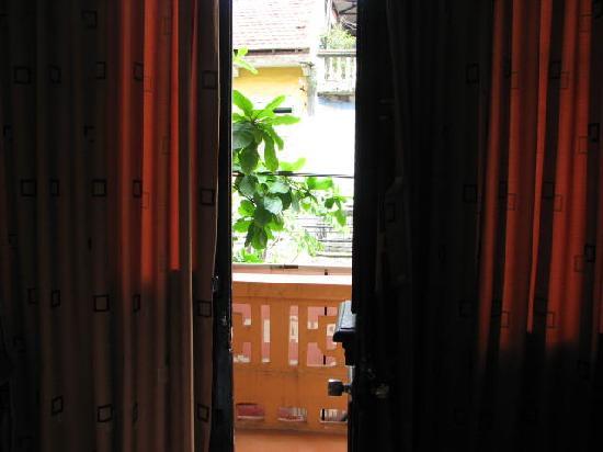 Sunshine Hotel 3 : To Balcony