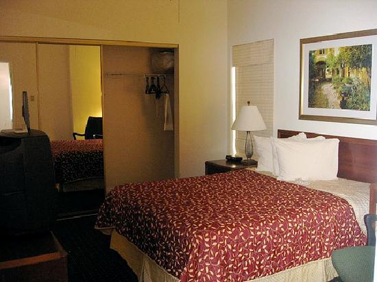 Residence Inn New Orleans Downtown: Bedroom In 2 Bedroom Suite