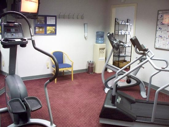 Radisson at The University of Toledo: The hotel's internal fitness room is lame; go to the big gym nearby