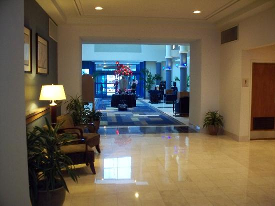 Radisson at The University of Toledo: The Lobby