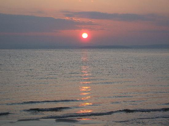 Chios, กรีซ: Sunrise over Turkey at Karfas Beach New Years Day 2008
