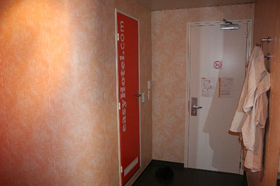 easyHotel Budapest Oktogon: Another angle of the room