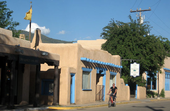 Taos, Nowy Meksyk: Outside the Kit Carson Museum