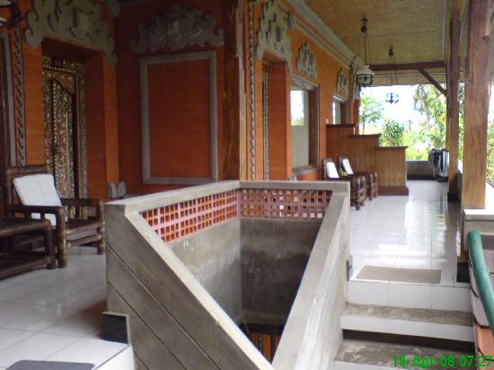 Swastika Bungalows: stairs to Garden view room