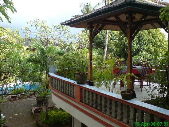 Swastika Bungalows: View of pool from Cafe