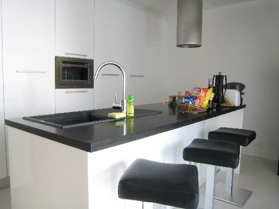 BYD Lofts Boutique Hotel & Serviced Apartments: Kitchen